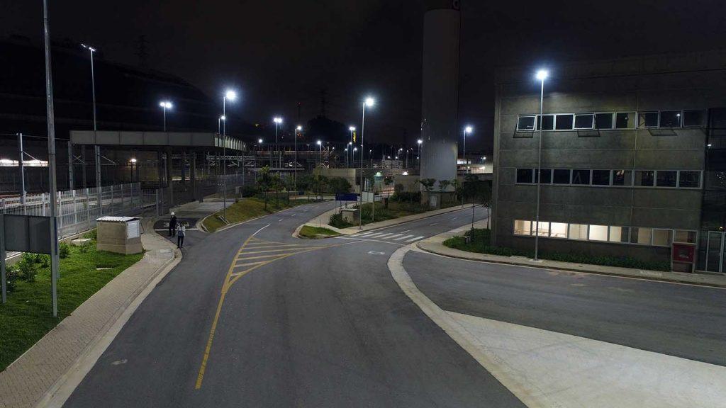 Iluminação LED externa pátio metro